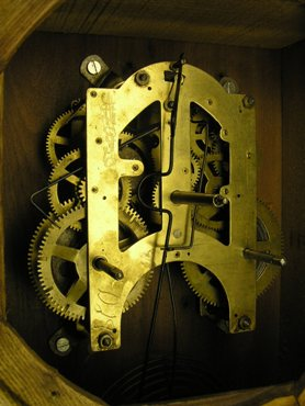 Tips to help you estimate the age and date of your antique clock